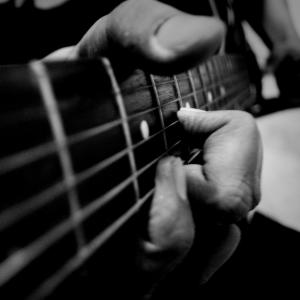 Fretting Guitar